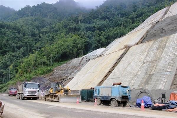 Bất thường trong chỉ định thầu nhiều dự án lớn ở tỉnh Hoà Bình - ảnh 1