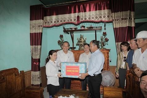 Phó Thủ tướng Thường trực Chính phủ thăm ngư dân Quảng Bình bị thiệt hại do sự cố môi trường - ảnh 1