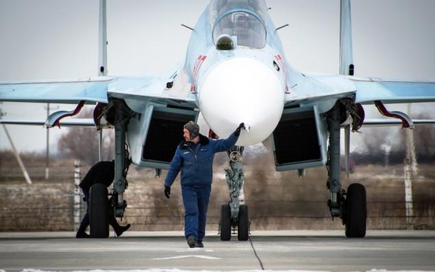 Tiêm kích Su-30 Nga tập luyện tiếp dầu trên không - ảnh 3