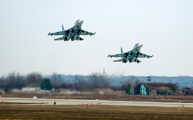 Tiêm kích Su-30 Nga tập luyện tiếp dầu trên không - ảnh 7