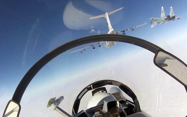 Tiêm kích Su-30 Nga tập luyện tiếp dầu trên không - ảnh 8