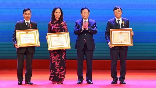 Thủ tướng nêu 6 nhiệm vụ trọng tâm của ngành chứng khoán - ảnh 2