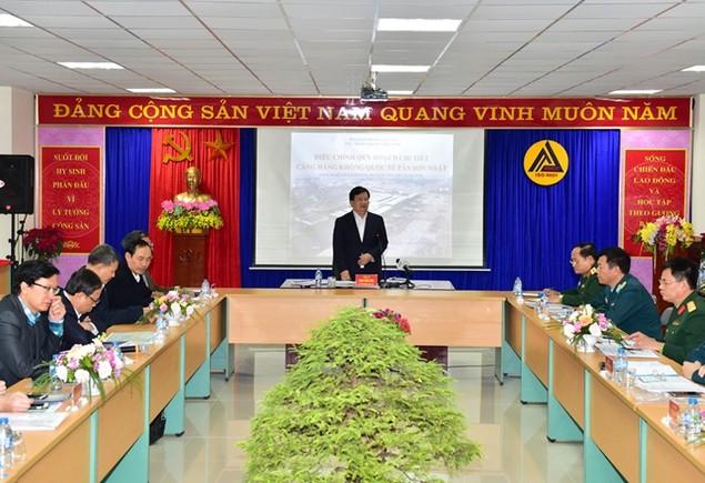 Khẩn trương hoàn thiện các phương án cải tạo, nâng cấp sân bay Tân Sơn Nhất - ảnh 1