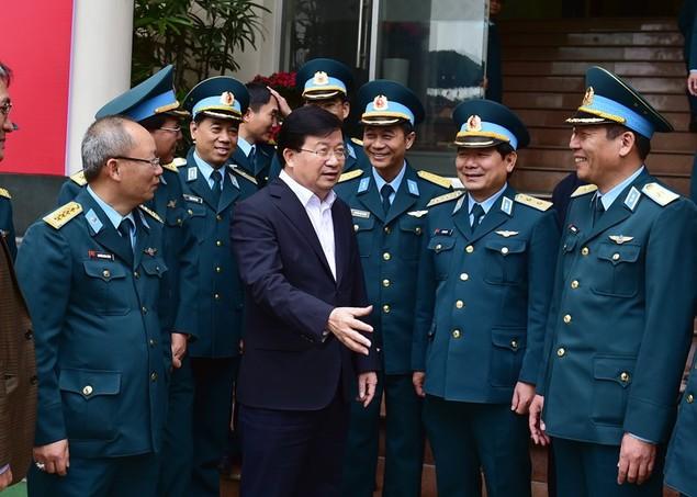 Khẩn trương hoàn thiện các phương án cải tạo, nâng cấp sân bay Tân Sơn Nhất - ảnh 2