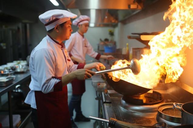 Điều đặc biệt của nhà hàng nằm giữa công viên Asia Park - ảnh 1