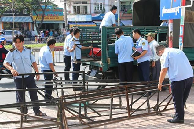 TP HCM đồng loạt 'đòi vỉa hè' cho người đi bộ - ảnh 2