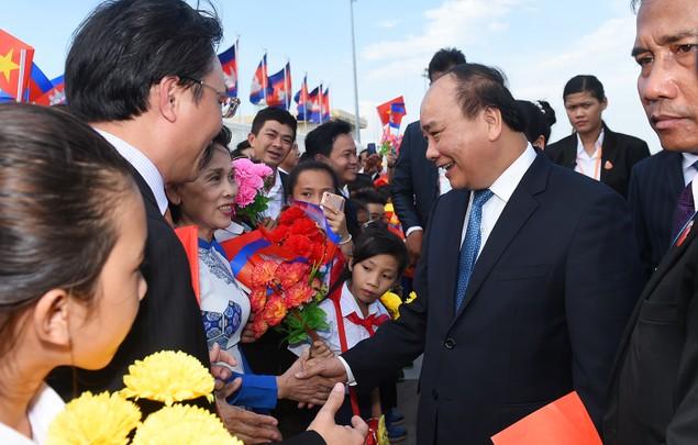 Thủ tướng đến Phnom Penh, bắt đầu thăm chính thức Campuchia - ảnh 2