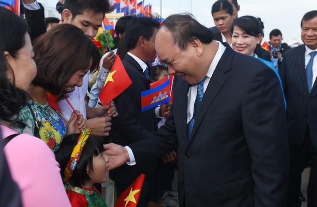Thủ tướng đến Phnom Penh, bắt đầu thăm chính thức Campuchia - ảnh 3
