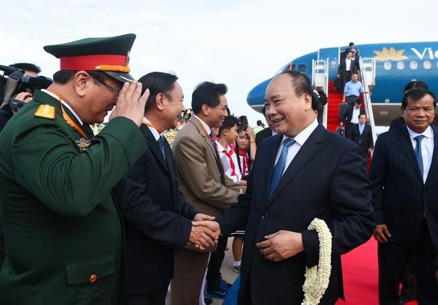 Thủ tướng đến Phnom Penh, bắt đầu thăm chính thức Campuchia - ảnh 1