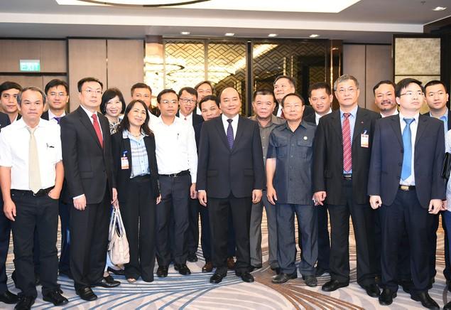 Thủ tướng gặp mặt các doanh nghiệp Việt Nam đầu tư tại Lào - ảnh 1