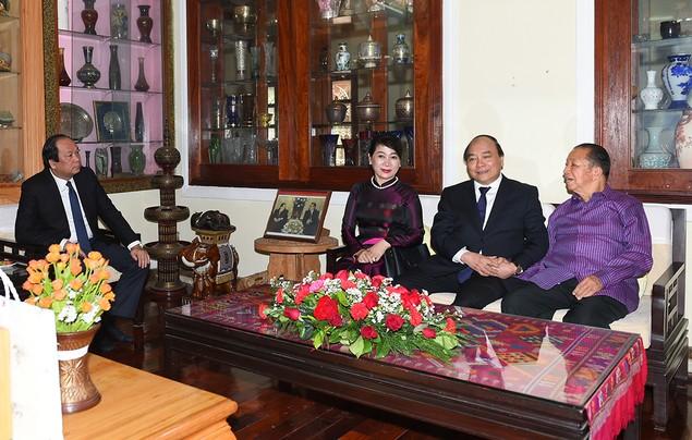 Thủ tướng thăm nguyên lãnh đạo Đảng, Nhà nước Lào - ảnh 1