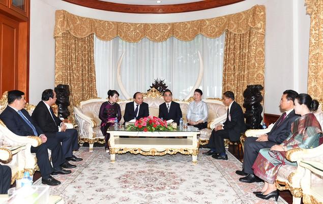 Thủ tướng thăm nguyên lãnh đạo Đảng, Nhà nước Lào - ảnh 2