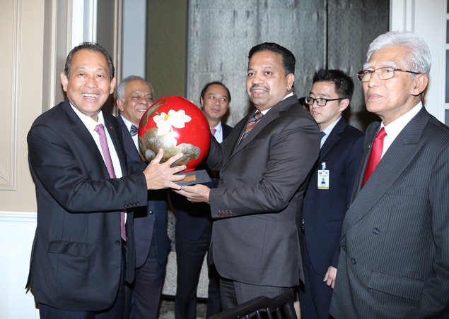 Phó Thủ tướng Thường trực Chính phủ chào xã giao Thủ tướng Malaysia - ảnh 1
