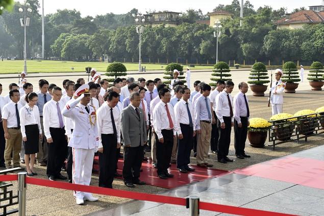Lãnh đạo Đảng, Nhà nước viếng Chủ tịch Hồ Chí Minh - ảnh 4