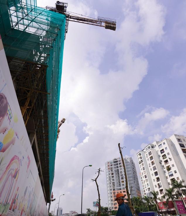Nguy hiểm rình rập tại công trường các dự án bất động sản - ảnh 3