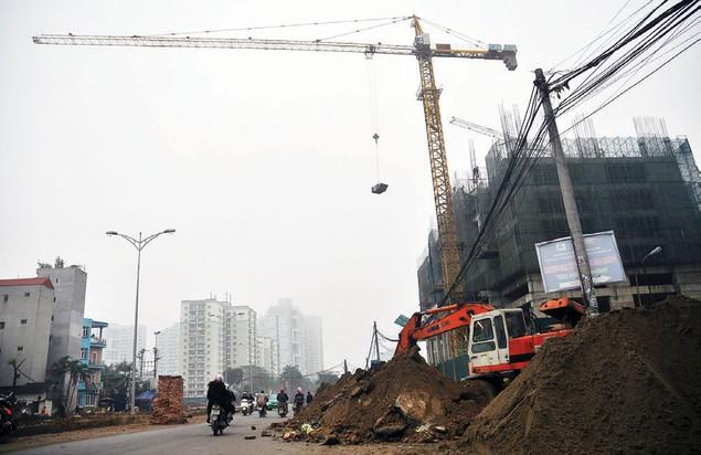 Nguy hiểm rình rập tại công trường các dự án bất động sản - ảnh 4