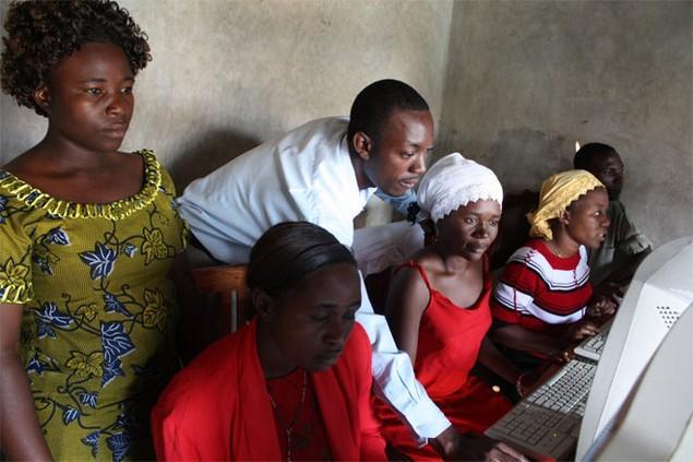 <b>1. Uganda</b><br> <br> Có tới 28,1% dân số Uganda là doanh nhân. Công việc kinh doanh ở Uganda phát triển mạnh sau khi nước này thoát khỏi hàng thập kỷ nằm dưới chế độ độc tài. Hệ thống cáp quang phát triển đưa Internet tới những khu vực xa xôi đang giúp ích nhiều cho công việc doanh ở Uganda.