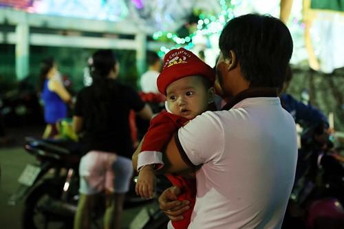 Trẻ thơ Sài Gòn ra phố đón giáng sinh - ảnh 5