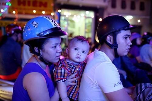 Trẻ thơ Sài Gòn ra phố đón giáng sinh - ảnh 6