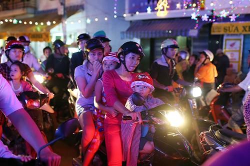 Trẻ thơ Sài Gòn ra phố đón giáng sinh - ảnh 8