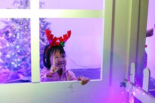 Trẻ thơ Sài Gòn ra phố đón giáng sinh - ảnh 9