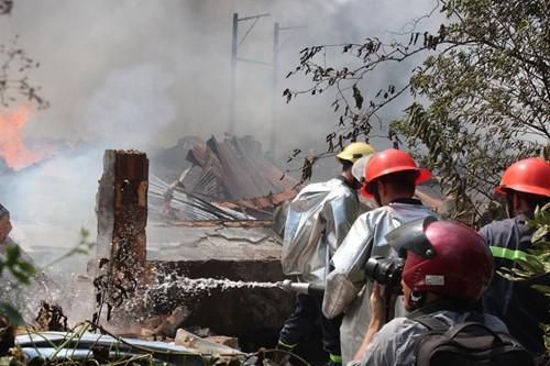 Cháy rụi công ty gỗ 100% vốn Trung Quốc đặt tại Bình Dương - ảnh 1