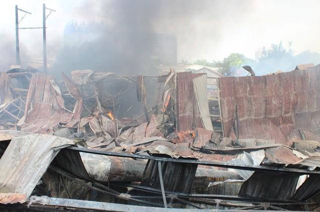 Cháy rụi công ty gỗ 100% vốn Trung Quốc đặt tại Bình Dương - ảnh 2