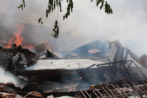 Cháy rụi công ty gỗ 100% vốn Trung Quốc đặt tại Bình Dương - ảnh 4