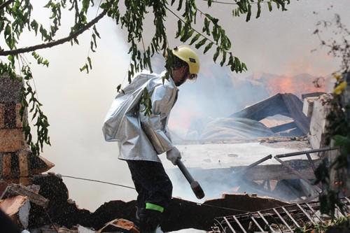 Cháy rụi công ty gỗ 100% vốn Trung Quốc đặt tại Bình Dương - ảnh 5