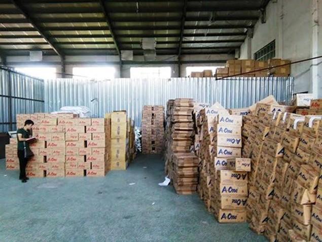Tạm giữ hơn 108 tấn bột ngọt vỏ Việt Nam ruột Trung Quốc - ảnh 1
