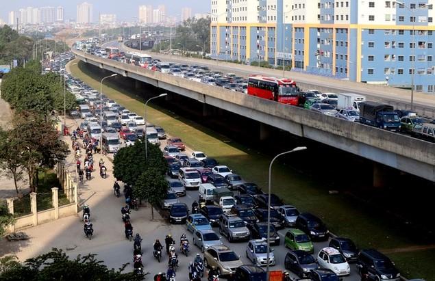 Cửa ngõ thủ đô kẹt xe kéo dài hàng cây số - ảnh 1