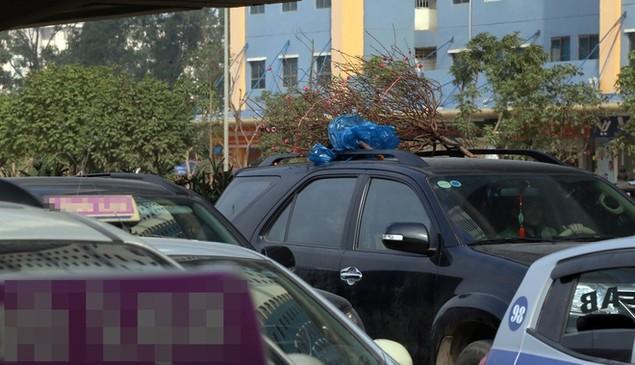 Cửa ngõ thủ đô kẹt xe kéo dài hàng cây số - ảnh 3