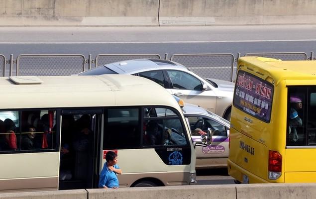 Cửa ngõ thủ đô kẹt xe kéo dài hàng cây số - ảnh 6