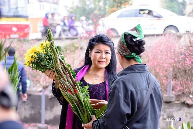 Rực rỡ phiên chợ Hà Nội cuối năm - ảnh 3