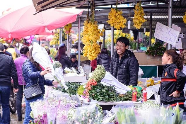Rực rỡ phiên chợ Hà Nội cuối năm - ảnh 4
