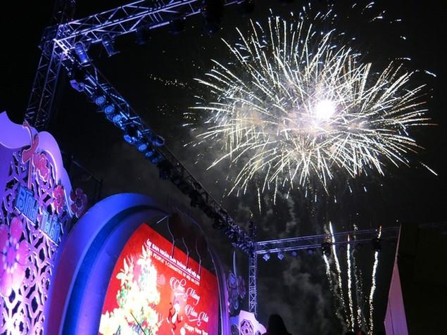"""Pháo """"nở hoa"""" trên bầu trời chào năm mới Bính Thân - ảnh 30"""