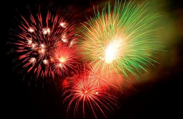 """Pháo """"nở hoa"""" trên bầu trời chào năm mới Bính Thân - ảnh 47"""