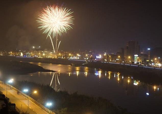 """Pháo """"nở hoa"""" trên bầu trời chào năm mới Bính Thân - ảnh 44"""