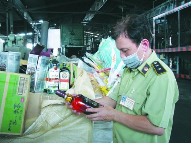 TP.HCM mạnh tay chống hàng lậu, gian lận thương mại - ảnh 1
