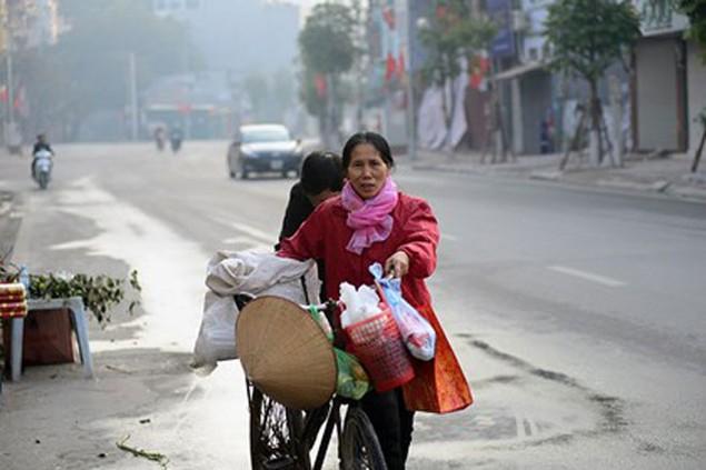 Người dân Thủ đô mua muối lấy may ngày mùng 1 Tết - ảnh 3