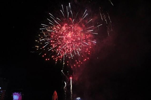 """Pháo """"nở hoa"""" trên bầu trời chào năm mới Bính Thân - ảnh 19"""