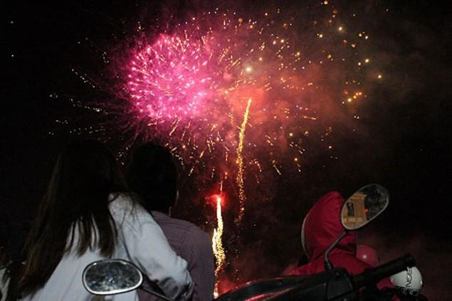 """Pháo """"nở hoa"""" trên bầu trời chào năm mới Bính Thân - ảnh 18"""