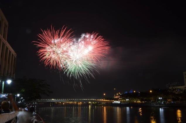 """Pháo """"nở hoa"""" trên bầu trời chào năm mới Bính Thân - ảnh 12"""