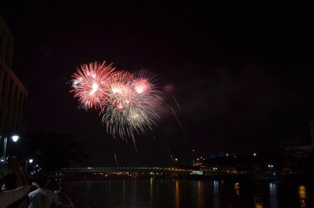 """Pháo """"nở hoa"""" trên bầu trời chào năm mới Bính Thân - ảnh 15"""