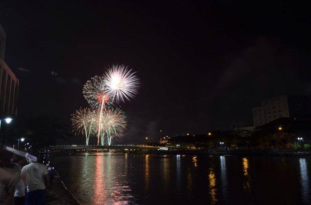 """Pháo """"nở hoa"""" trên bầu trời chào năm mới Bính Thân - ảnh 11"""