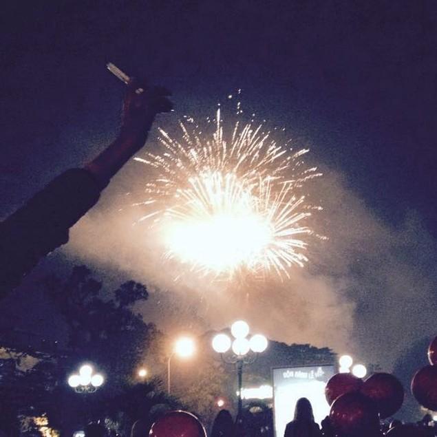 """Pháo """"nở hoa"""" trên bầu trời chào năm mới Bính Thân - ảnh 38"""