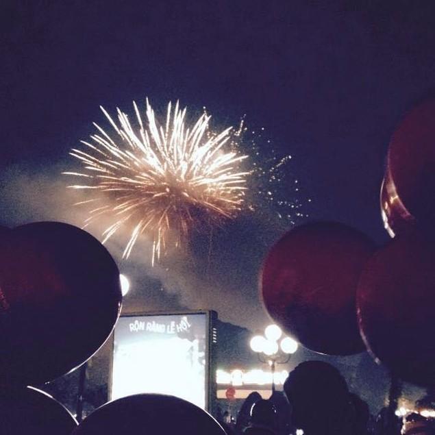 """Pháo """"nở hoa"""" trên bầu trời chào năm mới Bính Thân - ảnh 39"""