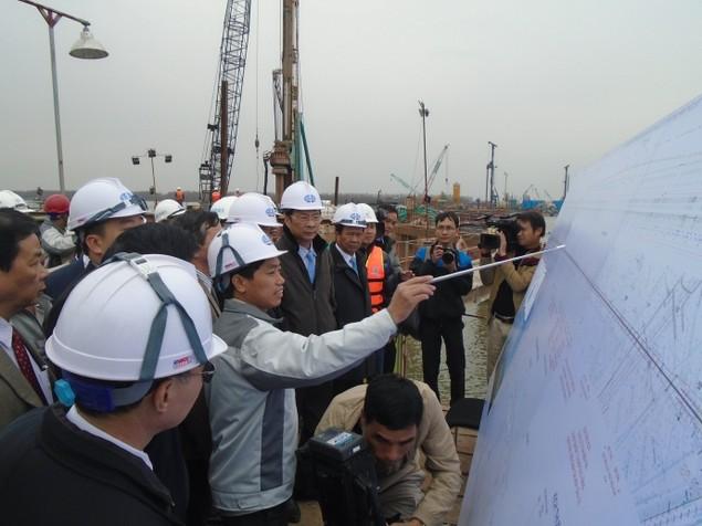Tăng tốc để hoàn thành cầu Bạch Đằng vào giữa năm 2017 - ảnh 1