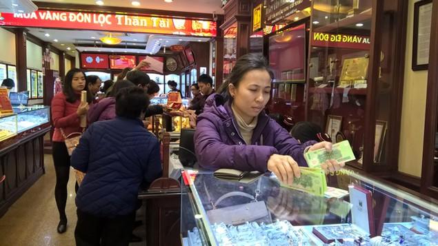 """Thị trường vàng """"nóng"""" trước ngày vía Thần Tài - ảnh 3"""