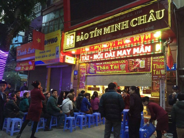 Từ Bắc chí Nam, dân chen chúc mua vàng ngày Thần Tài - ảnh 2